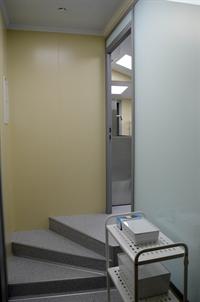 Лестница, ступеньки забежные в операционную